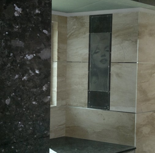 Daino Reale/Breccia Sardo w łazience.