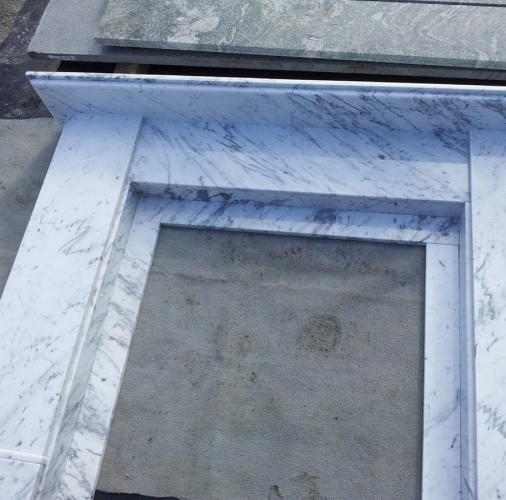 Bianco Carrara portal kominkowy.