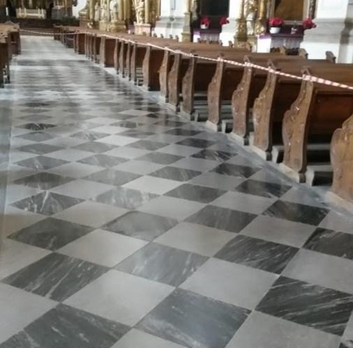 Posadzki marmurowe w Katedrze Sw.Jadwigi Slaskiej w Trzebnicy.