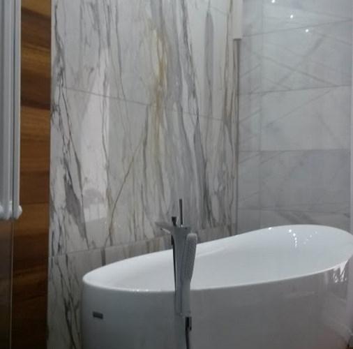 Calacatta Gold / Oro w łazience.