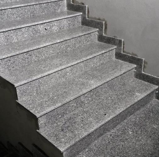 Polerowany granit strzegomski.
