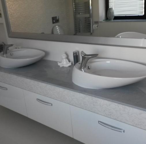 Palisandro Bluette – blaty łazienkowe.