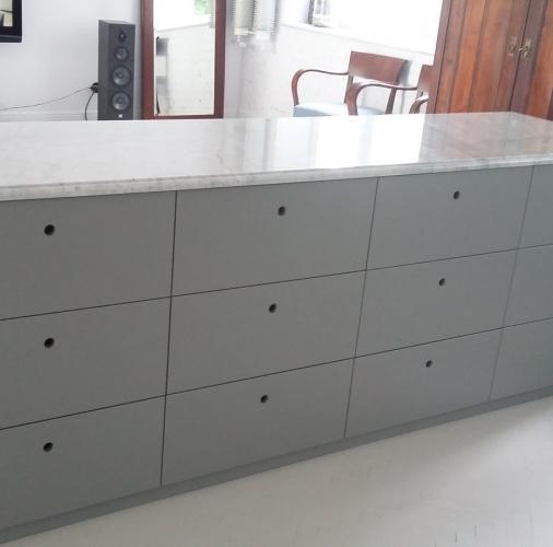 Bianco Carrara C – blaty kuchenne.